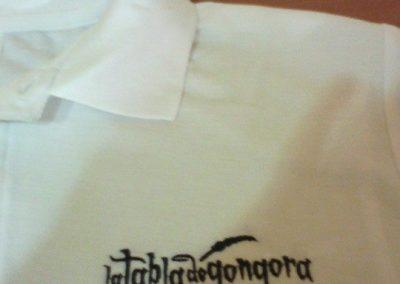 Bordado camiseta escudo